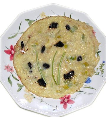 Tortilla francesa con ajo negro